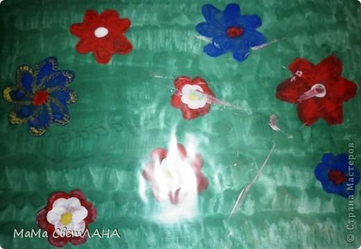 Земляничка. Посмотрели мы Лунтика и тоже решили нарисовать ягодки. фото 3