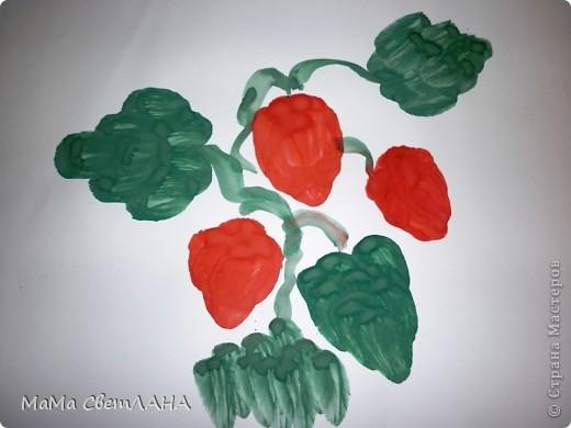 Земляничка. Посмотрели мы Лунтика и тоже решили нарисовать ягодки. фото 1