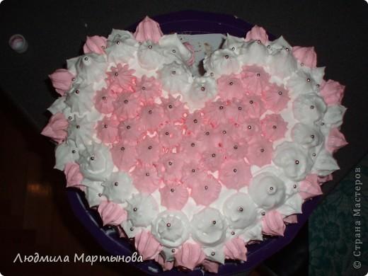Этот тортик пекла к Дню Рождения дочурки. Получился довольно таки большим. Около 8 кг. МК по приготовлению Медовика есть в моём блоге. фото 18
