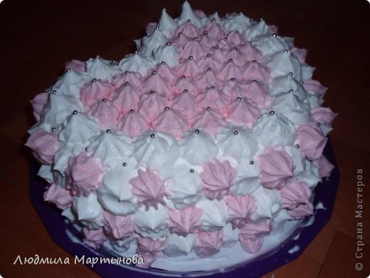 Этот тортик пекла к Дню Рождения дочурки. Получился довольно таки большим. Около 8 кг. МК по приготовлению Медовика есть в моём блоге. фото 19