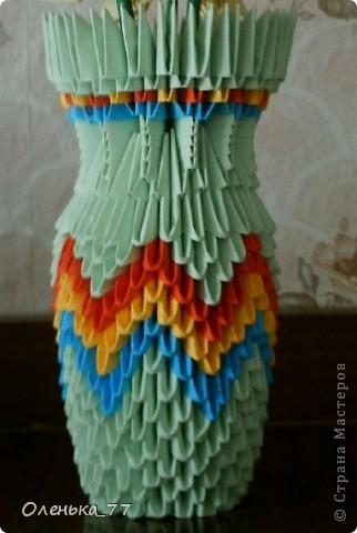 Очень простенькая елочка. Мастер-класс можно найти здесь: http://iz-bumagi.com/modulnoe-origami фото 3