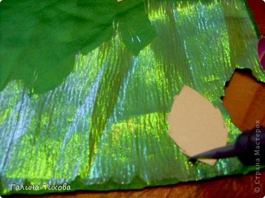 Для изготовления роз мне потребовались: ткань (можно шёлк, креп-сатен, парчу, атлас и т.д.), двужильный жёсткий провод, тонкая медная проволока,картон (для лекал), паяльник с острым наконечником), стекло, клеевой термопистолет, ножницы, свеча. фото 7