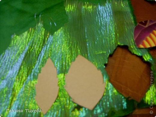 Для изготовления роз мне потребовались: ткань (можно шёлк, креп-сатен, парчу, атлас и т.д.), двужильный жёсткий провод, тонкая медная проволока,картон (для лекал), паяльник с острым наконечником), стекло, клеевой термопистолет, ножницы, свеча. фото 8