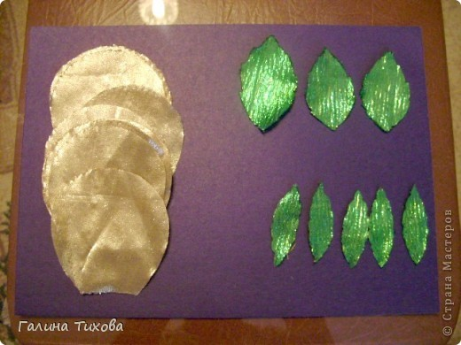 Для изготовления роз мне потребовались: ткань (можно шёлк, креп-сатен, парчу, атлас и т.д.), двужильный жёсткий провод, тонкая медная проволока,картон (для лекал), паяльник с острым наконечником), стекло, клеевой термопистолет, ножницы, свеча. фото 9