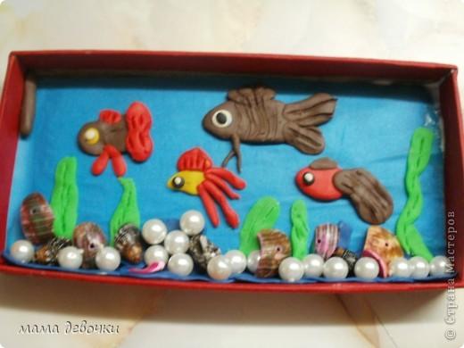 Лепила дочка ей 3 года, с моей помощью конечно!!! сам аквариум сделан из подарочной коробочки от ручки. фото 2