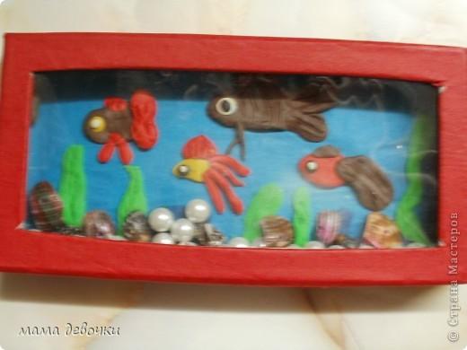 Лепила дочка ей 3 года, с моей помощью конечно!!! сам аквариум сделан из подарочной коробочки от ручки. фото 1