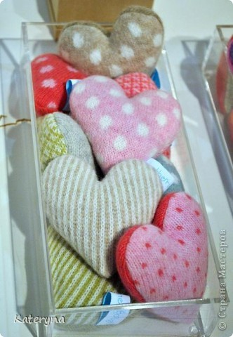 Вот такими тёплыми сердечками я украсила дом в День Святого Валентина. Сшила их из фланели,набила синтепухом и закрепила на ветке. фото 8