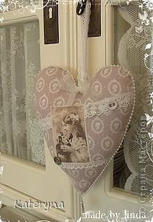 Вот такими тёплыми сердечками я украсила дом в День Святого Валентина. Сшила их из фланели,набила синтепухом и закрепила на ветке. фото 15