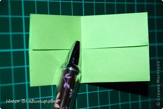 ВСЕМ добрый день, вечер, ночь ... это снова Я , но в этот раз я не с открытками, а с творчеством с которого началось мое знакомство со Страной Мастеров и вообще с миром рукодельного творчества - это оригами,  а если быть точнее с разновидностью оригами - это кусудамы - бумажные шарики, которые вот уже второй год не дают мне спойно спать... так как благодаря им, все и началось и мое творческое взросление и открытие крыжка  и много много чего в жизни изменилось с познанием этого чудного творчества. Этот шарик , я очень люблю - хоть немного он и заморочный в складывании - результат стоит того !!! (да и после 10 модуля - все складывается с закрытими глазами)  фото 6