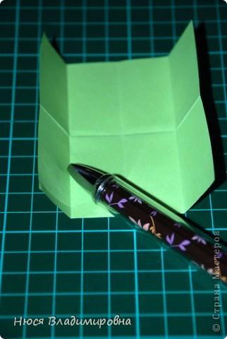 ВСЕМ добрый день, вечер, ночь ... это снова Я , но в этот раз я не с открытками, а с творчеством с которого началось мое знакомство со Страной Мастеров и вообще с миром рукодельного творчества - это оригами,  а если быть точнее с разновидностью оригами - это кусудамы - бумажные шарики, которые вот уже второй год не дают мне спойно спать... так как благодаря им, все и началось и мое творческое взросление и открытие крыжка  и много много чего в жизни изменилось с познанием этого чудного творчества. Этот шарик , я очень люблю - хоть немного он и заморочный в складывании - результат стоит того !!! (да и после 10 модуля - все складывается с закрытими глазами)  фото 7