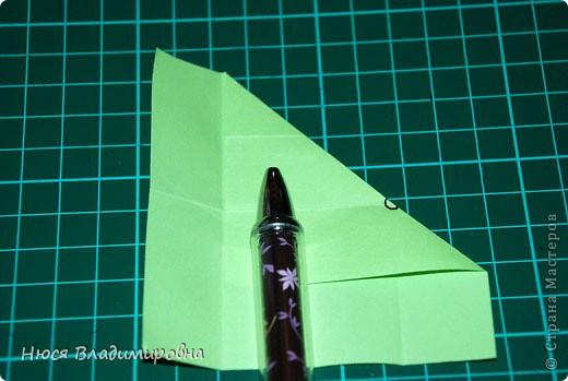 ВСЕМ добрый день, вечер, ночь ... это снова Я , но в этот раз я не с открытками, а с творчеством с которого началось мое знакомство со Страной Мастеров и вообще с миром рукодельного творчества - это оригами,  а если быть точнее с разновидностью оригами - это кусудамы - бумажные шарики, которые вот уже второй год не дают мне спойно спать... так как благодаря им, все и началось и мое творческое взросление и открытие крыжка  и много много чего в жизни изменилось с познанием этого чудного творчества. Этот шарик , я очень люблю - хоть немного он и заморочный в складывании - результат стоит того !!! (да и после 10 модуля - все складывается с закрытими глазами)  фото 8