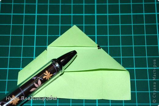 ВСЕМ добрый день, вечер, ночь ... это снова Я , но в этот раз я не с открытками, а с творчеством с которого началось мое знакомство со Страной Мастеров и вообще с миром рукодельного творчества - это оригами,  а если быть точнее с разновидностью оригами - это кусудамы - бумажные шарики, которые вот уже второй год не дают мне спойно спать... так как благодаря им, все и началось и мое творческое взросление и открытие крыжка  и много много чего в жизни изменилось с познанием этого чудного творчества. Этот шарик , я очень люблю - хоть немного он и заморочный в складывании - результат стоит того !!! (да и после 10 модуля - все складывается с закрытими глазами)  фото 10