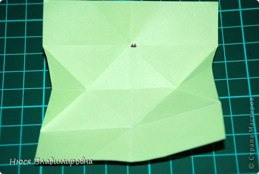 ВСЕМ добрый день, вечер, ночь ... это снова Я , но в этот раз я не с открытками, а с творчеством с которого началось мое знакомство со Страной Мастеров и вообще с миром рукодельного творчества - это оригами,  а если быть точнее с разновидностью оригами - это кусудамы - бумажные шарики, которые вот уже второй год не дают мне спойно спать... так как благодаря им, все и началось и мое творческое взросление и открытие крыжка  и много много чего в жизни изменилось с познанием этого чудного творчества. Этот шарик , я очень люблю - хоть немного он и заморочный в складывании - результат стоит того !!! (да и после 10 модуля - все складывается с закрытими глазами)  фото 11