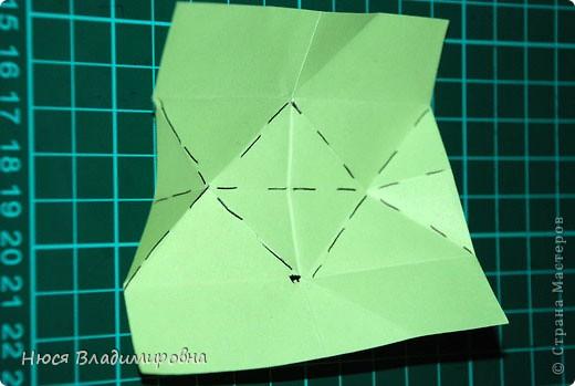 ВСЕМ добрый день, вечер, ночь ... это снова Я , но в этот раз я не с открытками, а с творчеством с которого началось мое знакомство со Страной Мастеров и вообще с миром рукодельного творчества - это оригами,  а если быть точнее с разновидностью оригами - это кусудамы - бумажные шарики, которые вот уже второй год не дают мне спойно спать... так как благодаря им, все и началось и мое творческое взросление и открытие крыжка  и много много чего в жизни изменилось с познанием этого чудного творчества. Этот шарик , я очень люблю - хоть немного он и заморочный в складывании - результат стоит того !!! (да и после 10 модуля - все складывается с закрытими глазами)  фото 12