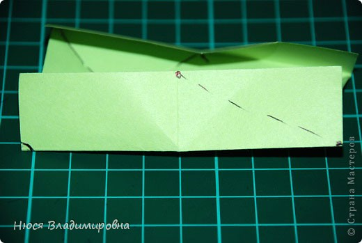 ВСЕМ добрый день, вечер, ночь ... это снова Я , но в этот раз я не с открытками, а с творчеством с которого началось мое знакомство со Страной Мастеров и вообще с миром рукодельного творчества - это оригами,  а если быть точнее с разновидностью оригами - это кусудамы - бумажные шарики, которые вот уже второй год не дают мне спойно спать... так как благодаря им, все и началось и мое творческое взросление и открытие крыжка  и много много чего в жизни изменилось с познанием этого чудного творчества. Этот шарик , я очень люблю - хоть немного он и заморочный в складывании - результат стоит того !!! (да и после 10 модуля - все складывается с закрытими глазами)  фото 14