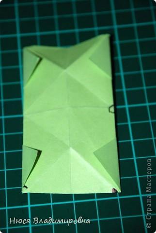 ВСЕМ добрый день, вечер, ночь ... это снова Я , но в этот раз я не с открытками, а с творчеством с которого началось мое знакомство со Страной Мастеров и вообще с миром рукодельного творчества - это оригами,  а если быть точнее с разновидностью оригами - это кусудамы - бумажные шарики, которые вот уже второй год не дают мне спойно спать... так как благодаря им, все и началось и мое творческое взросление и открытие крыжка  и много много чего в жизни изменилось с познанием этого чудного творчества. Этот шарик , я очень люблю - хоть немного он и заморочный в складывании - результат стоит того !!! (да и после 10 модуля - все складывается с закрытими глазами)  фото 17