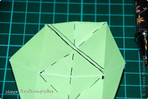 ВСЕМ добрый день, вечер, ночь ... это снова Я , но в этот раз я не с открытками, а с творчеством с которого началось мое знакомство со Страной Мастеров и вообще с миром рукодельного творчества - это оригами,  а если быть точнее с разновидностью оригами - это кусудамы - бумажные шарики, которые вот уже второй год не дают мне спойно спать... так как благодаря им, все и началось и мое творческое взросление и открытие крыжка  и много много чего в жизни изменилось с познанием этого чудного творчества. Этот шарик , я очень люблю - хоть немного он и заморочный в складывании - результат стоит того !!! (да и после 10 модуля - все складывается с закрытими глазами)  фото 18