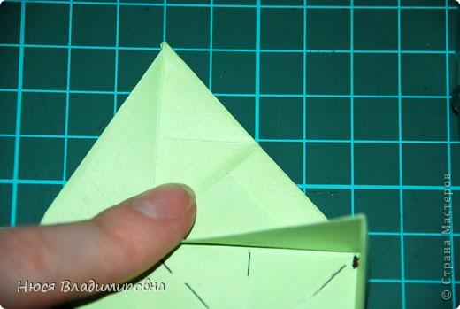 ВСЕМ добрый день, вечер, ночь ... это снова Я , но в этот раз я не с открытками, а с творчеством с которого началось мое знакомство со Страной Мастеров и вообще с миром рукодельного творчества - это оригами,  а если быть точнее с разновидностью оригами - это кусудамы - бумажные шарики, которые вот уже второй год не дают мне спойно спать... так как благодаря им, все и началось и мое творческое взросление и открытие крыжка  и много много чего в жизни изменилось с познанием этого чудного творчества. Этот шарик , я очень люблю - хоть немного он и заморочный в складывании - результат стоит того !!! (да и после 10 модуля - все складывается с закрытими глазами)  фото 19