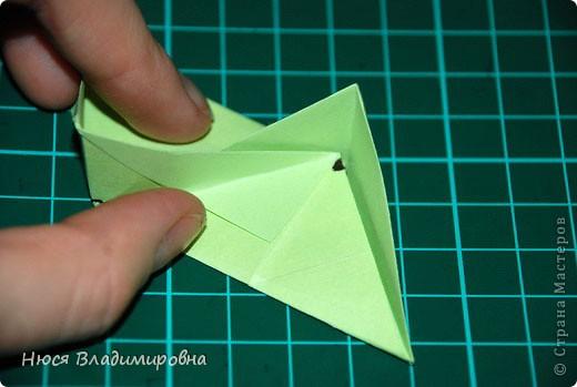 ВСЕМ добрый день, вечер, ночь ... это снова Я , но в этот раз я не с открытками, а с творчеством с которого началось мое знакомство со Страной Мастеров и вообще с миром рукодельного творчества - это оригами,  а если быть точнее с разновидностью оригами - это кусудамы - бумажные шарики, которые вот уже второй год не дают мне спойно спать... так как благодаря им, все и началось и мое творческое взросление и открытие крыжка  и много много чего в жизни изменилось с познанием этого чудного творчества. Этот шарик , я очень люблю - хоть немного он и заморочный в складывании - результат стоит того !!! (да и после 10 модуля - все складывается с закрытими глазами)  фото 21