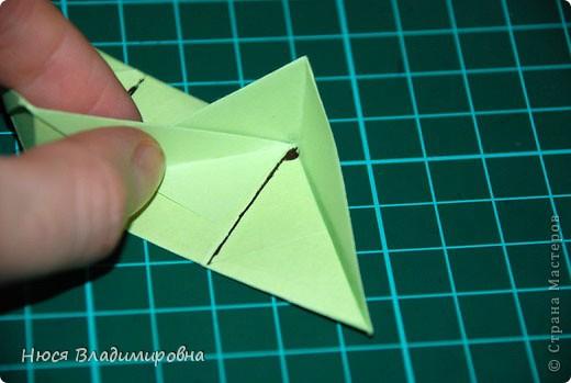ВСЕМ добрый день, вечер, ночь ... это снова Я , но в этот раз я не с открытками, а с творчеством с которого началось мое знакомство со Страной Мастеров и вообще с миром рукодельного творчества - это оригами,  а если быть точнее с разновидностью оригами - это кусудамы - бумажные шарики, которые вот уже второй год не дают мне спойно спать... так как благодаря им, все и началось и мое творческое взросление и открытие крыжка  и много много чего в жизни изменилось с познанием этого чудного творчества. Этот шарик , я очень люблю - хоть немного он и заморочный в складывании - результат стоит того !!! (да и после 10 модуля - все складывается с закрытими глазами)  фото 22