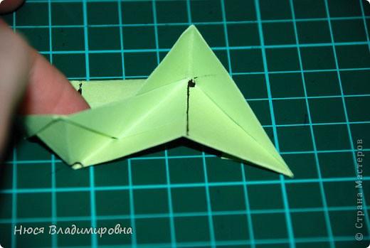 ВСЕМ добрый день, вечер, ночь ... это снова Я , но в этот раз я не с открытками, а с творчеством с которого началось мое знакомство со Страной Мастеров и вообще с миром рукодельного творчества - это оригами,  а если быть точнее с разновидностью оригами - это кусудамы - бумажные шарики, которые вот уже второй год не дают мне спойно спать... так как благодаря им, все и началось и мое творческое взросление и открытие крыжка  и много много чего в жизни изменилось с познанием этого чудного творчества. Этот шарик , я очень люблю - хоть немного он и заморочный в складывании - результат стоит того !!! (да и после 10 модуля - все складывается с закрытими глазами)  фото 23