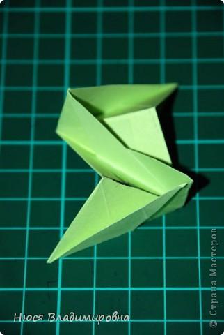 ВСЕМ добрый день, вечер, ночь ... это снова Я , но в этот раз я не с открытками, а с творчеством с которого началось мое знакомство со Страной Мастеров и вообще с миром рукодельного творчества - это оригами,  а если быть точнее с разновидностью оригами - это кусудамы - бумажные шарики, которые вот уже второй год не дают мне спойно спать... так как благодаря им, все и началось и мое творческое взросление и открытие крыжка  и много много чего в жизни изменилось с познанием этого чудного творчества. Этот шарик , я очень люблю - хоть немного он и заморочный в складывании - результат стоит того !!! (да и после 10 модуля - все складывается с закрытими глазами)  фото 24