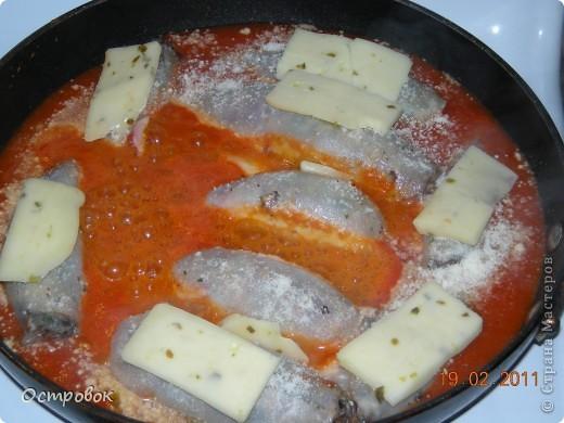 Примерно неделю назад увидела этот рецепт по телевизору. Это блюдо готовила известная американская шеф-повар, имя я ее правда не помню, но ее показывают очень часто. Решила тоже попробовать приготовить - результат меня очень порадовал, кальмары получились мягкие и сочные, даже моему мужу понравилось это блюдо, хотя любителем кальмаров его назвать нельзя. фото 10