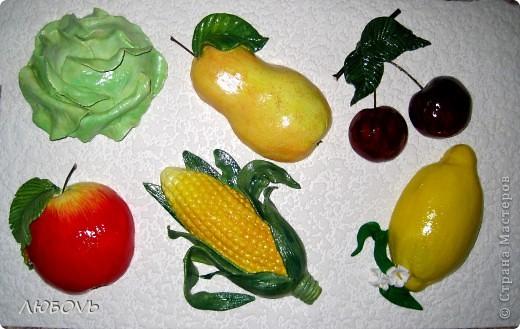 Размещения работ на разных сайтах просторов интернета дали свои плоды.Можете меня поздравить-мне поступил заказ.Девушка заказала каждый фрукт или овощ отдельно в рамке 15*15.А пока показываю в другой рамке. фото 1