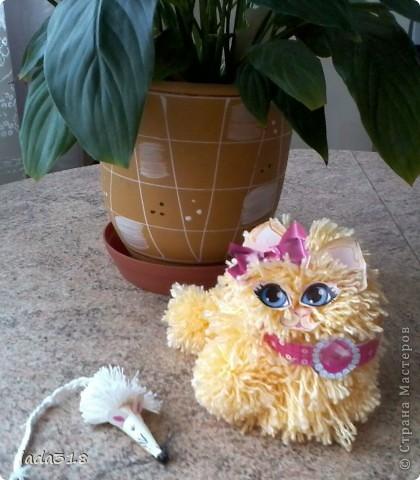 С дочкой Мариночкой сделали кошку из клубочка пряжи. Кошке стало одной скучно- придумали мышку