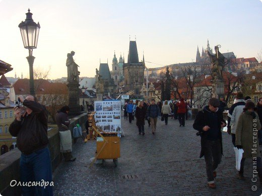 Прага является столицей и крупнейшим городом Чешской республики. Она расположена на реке Влтаве в центральной Богемии. В ней проживает примерно 1.2 миллиона человек. Достопримечательности Праги заслуженно пользуются громадной популярностью у многочисленных туристов. фото 17