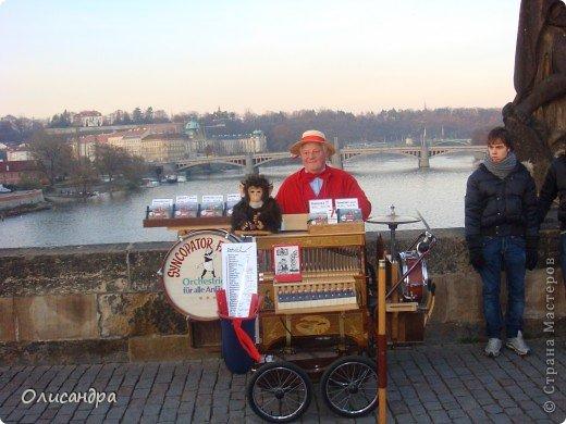 Прага является столицей и крупнейшим городом Чешской республики. Она расположена на реке Влтаве в центральной Богемии. В ней проживает примерно 1.2 миллиона человек. Достопримечательности Праги заслуженно пользуются громадной популярностью у многочисленных туристов. фото 21