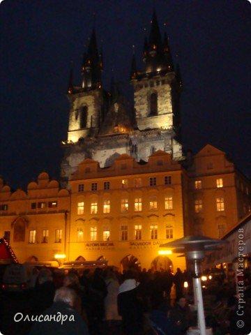 Прага является столицей и крупнейшим городом Чешской республики. Она расположена на реке Влтаве в центральной Богемии. В ней проживает примерно 1.2 миллиона человек. Достопримечательности Праги заслуженно пользуются громадной популярностью у многочисленных туристов. фото 40
