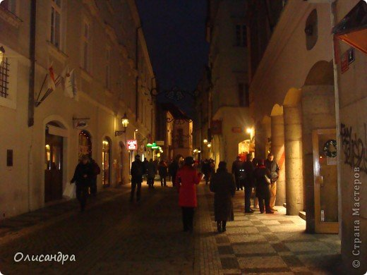 Прага является столицей и крупнейшим городом Чешской республики. Она расположена на реке Влтаве в центральной Богемии. В ней проживает примерно 1.2 миллиона человек. Достопримечательности Праги заслуженно пользуются громадной популярностью у многочисленных туристов. фото 38