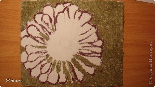 Этот цветок с бабочкой я сделала из сухих листьев и цветов, а именно: листья клёна и фикуса, лепестки розы и хризантемы, немножко герани, тюльпоны, банан. фото 9