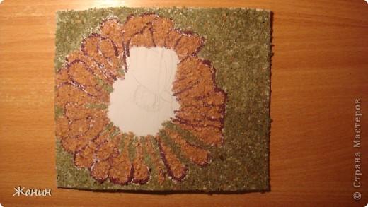 Этот цветок с бабочкой я сделала из сухих листьев и цветов, а именно: листья клёна и фикуса, лепестки розы и хризантемы, немножко герани, тюльпоны, банан. фото 10