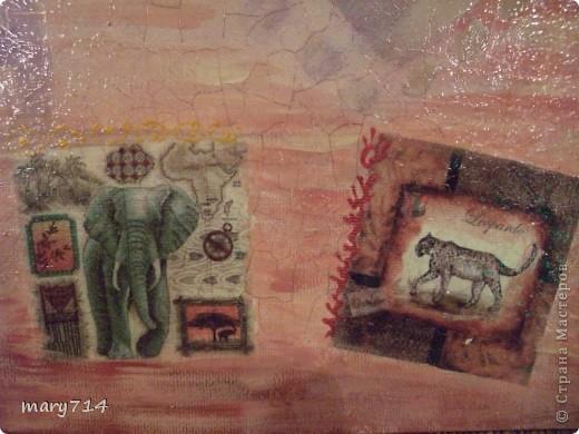 Вот такую картину я сделала мужу в подарок на день рождения. Тема картины - выбор мужа, обязательное условие - наличие кракелюра))))) Все пожелания выполнены! (правда рамочки еще нет)  Декупаж на холсте, в центре - рисовая салфетка, по периметру прорисовка акриловыми красками, маленькие картинки - это распечатки на салфетке, контуры, двухшаговый кракелюр от Маймери (739,740), затирка бронзовым порошком. фото 4