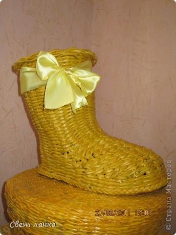"""Мой подарок к 23 февраля давно в эксплуатации (кто не в курсе - этот """"сапог"""" корзиН для носков). Могу с уверенностью сказать, что сплела его не зря. ха-ха... Морилка """"лимон"""" фото 2"""