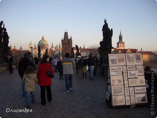 Прага является столицей и крупнейшим городом Чешской республики. Она расположена на реке Влтаве в центральной Богемии. В ней проживает примерно 1.2 миллиона человек. Достопримечательности Праги заслуженно пользуются громадной популярностью у многочисленных туристов. фото 19