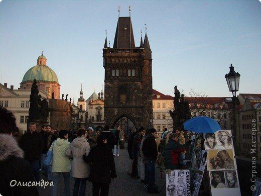 Прага является столицей и крупнейшим городом Чешской республики. Она расположена на реке Влтаве в центральной Богемии. В ней проживает примерно 1.2 миллиона человек. Достопримечательности Праги заслуженно пользуются громадной популярностью у многочисленных туристов. фото 20