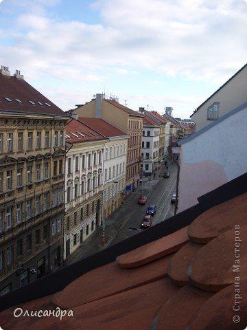 Прага является столицей и крупнейшим городом Чешской республики. Она расположена на реке Влтаве в центральной Богемии. В ней проживает примерно 1.2 миллиона человек. Достопримечательности Праги заслуженно пользуются громадной популярностью у многочисленных туристов. фото 4