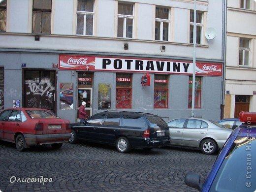 Прага является столицей и крупнейшим городом Чешской республики. Она расположена на реке Влтаве в центральной Богемии. В ней проживает примерно 1.2 миллиона человек. Достопримечательности Праги заслуженно пользуются громадной популярностью у многочисленных туристов. фото 3