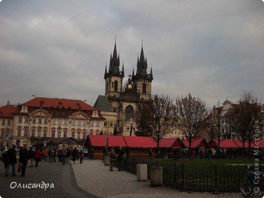 Прага является столицей и крупнейшим городом Чешской республики. Она расположена на реке Влтаве в центральной Богемии. В ней проживает примерно 1.2 миллиона человек. Достопримечательности Праги заслуженно пользуются громадной популярностью у многочисленных туристов. фото 9