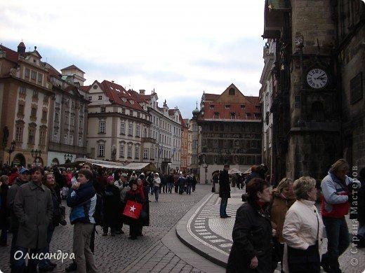 Прага является столицей и крупнейшим городом Чешской республики. Она расположена на реке Влтаве в центральной Богемии. В ней проживает примерно 1.2 миллиона человек. Достопримечательности Праги заслуженно пользуются громадной популярностью у многочисленных туристов. фото 10