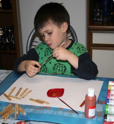 Еще одно творчество и как идея, чем можно занять ребенка! Корабль из деревянных прищепок!  фото 2