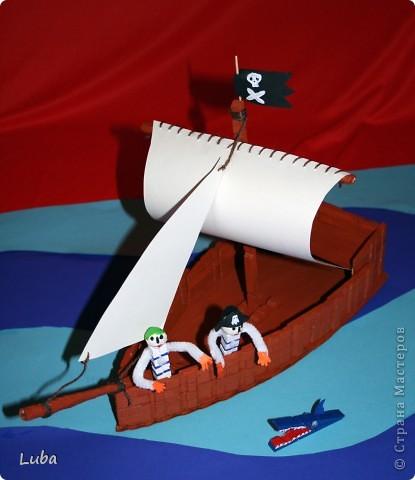 Еще одно творчество и как идея, чем можно занять ребенка! Корабль из деревянных прищепок!  фото 7