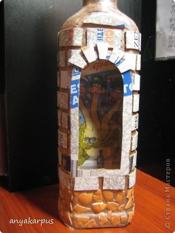 Вот такую бутылку сделала я (мама Кати) в подарок. Сейчас в процессе вторая, а в планах третья. Надеюсь успеть к празднику. Большое спасибо за идею Кукуне http://stranamasterov.ru/node/146557 . В процессе работы столкнулась с массой вопросов, поэтому решила сделать МК.  фото 4