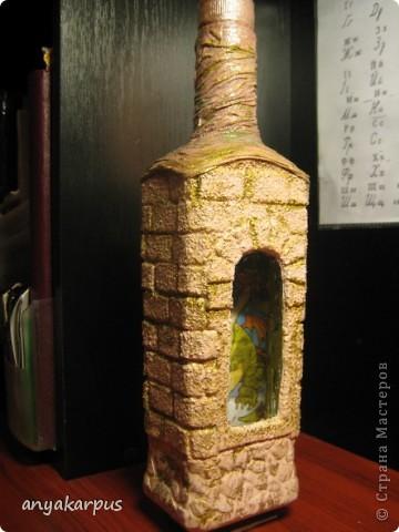Вот такую бутылку сделала я (мама Кати) в подарок. Сейчас в процессе вторая, а в планах третья. Надеюсь успеть к празднику. Большое спасибо за идею Кукуне http://stranamasterov.ru/node/146557 . В процессе работы столкнулась с массой вопросов, поэтому решила сделать МК.  фото 1