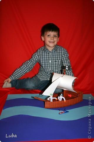 Еще одно творчество и как идея, чем можно занять ребенка! Корабль из деревянных прищепок!  фото 1
