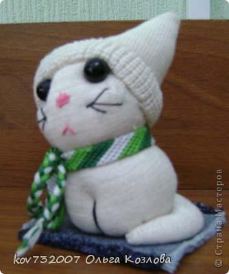 Котик из детского носочка фото 2