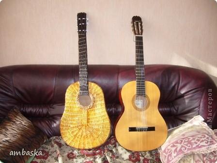 Эту гитару сплела в подарок сыну. Приходилось плести, а к его приходу - прятать, чтобы сделать ему сюрприз. Сюрприз удался. фото 9